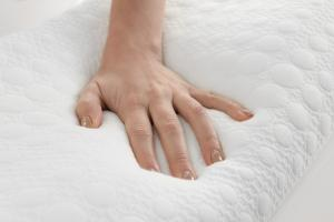 how to clean memory foam pillow and washing techniques